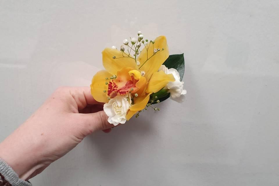 Prendido de novio con orquídea