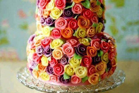 Tarta de rosas de colores