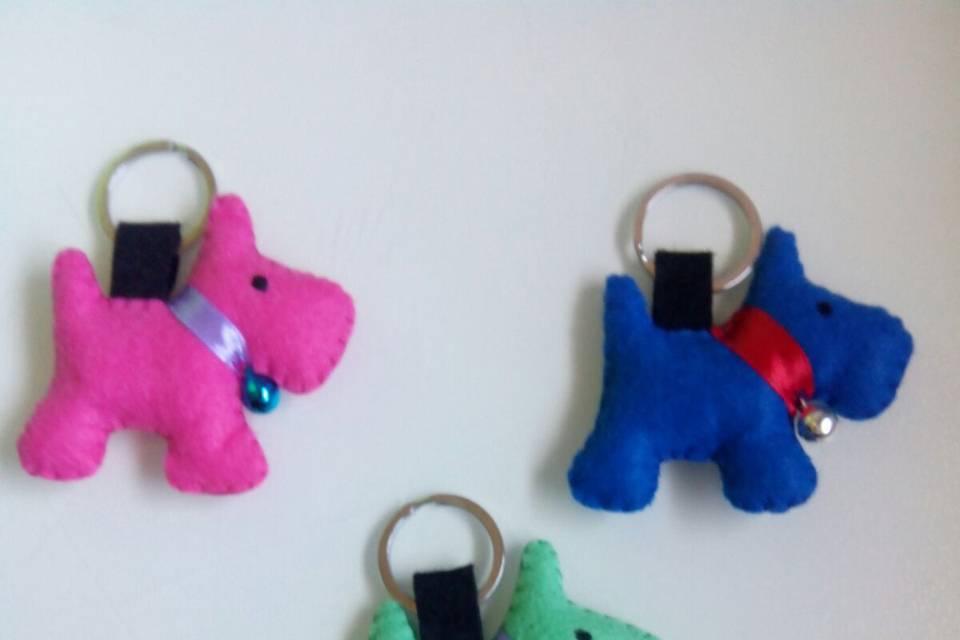Llaveros perros colores