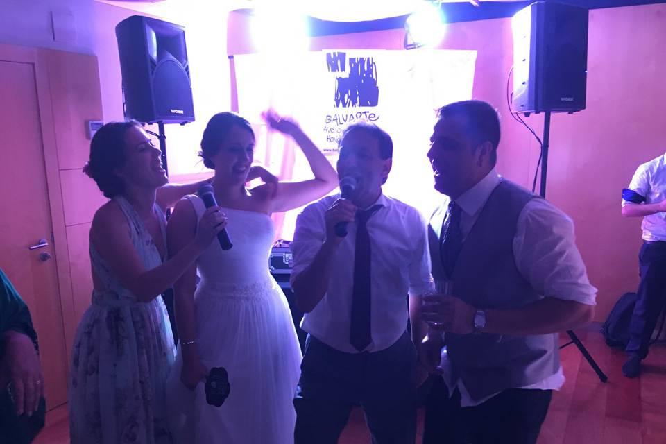 Momento en karaoke