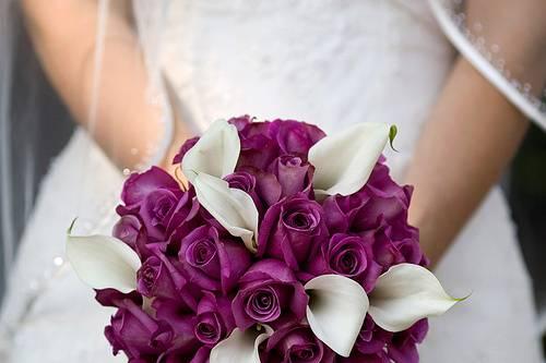 Ramo de rosas y calas