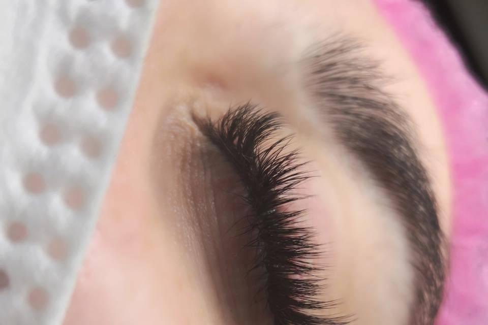 Martty Extensiones de Pestañas y Micropigmentación