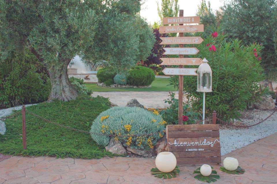 Entrada a los jardines