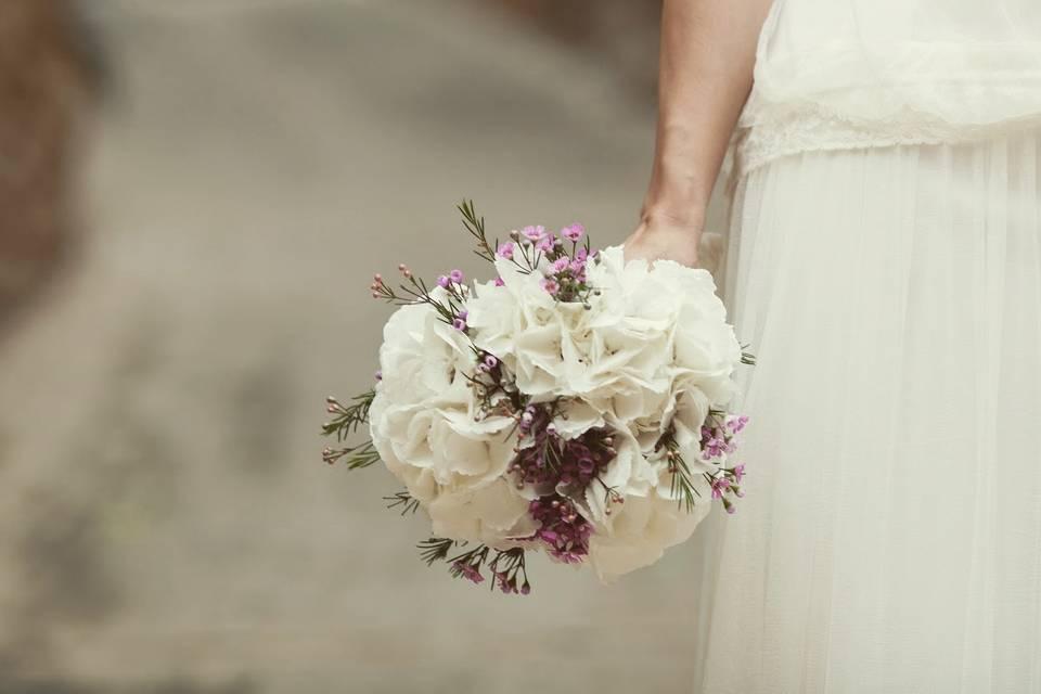 Laura ramo de hortensia