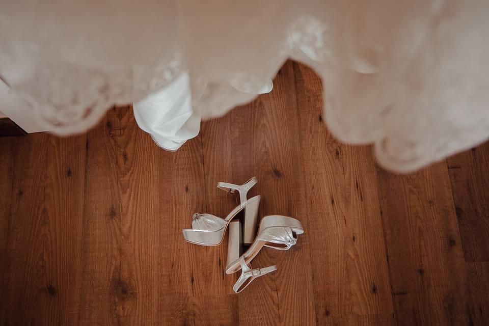 El vestido y los zapatos