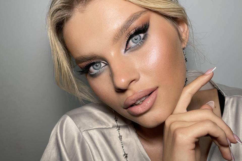 Lana 10 Make Up