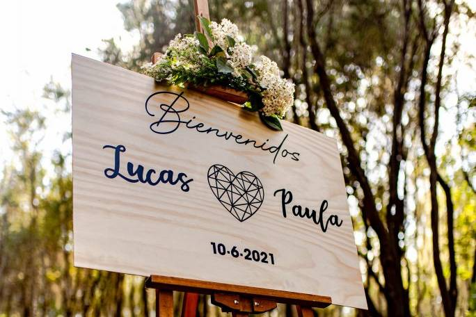 Cartel de bienvenidos en madera