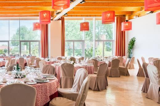 Montaje boda mantel rojo