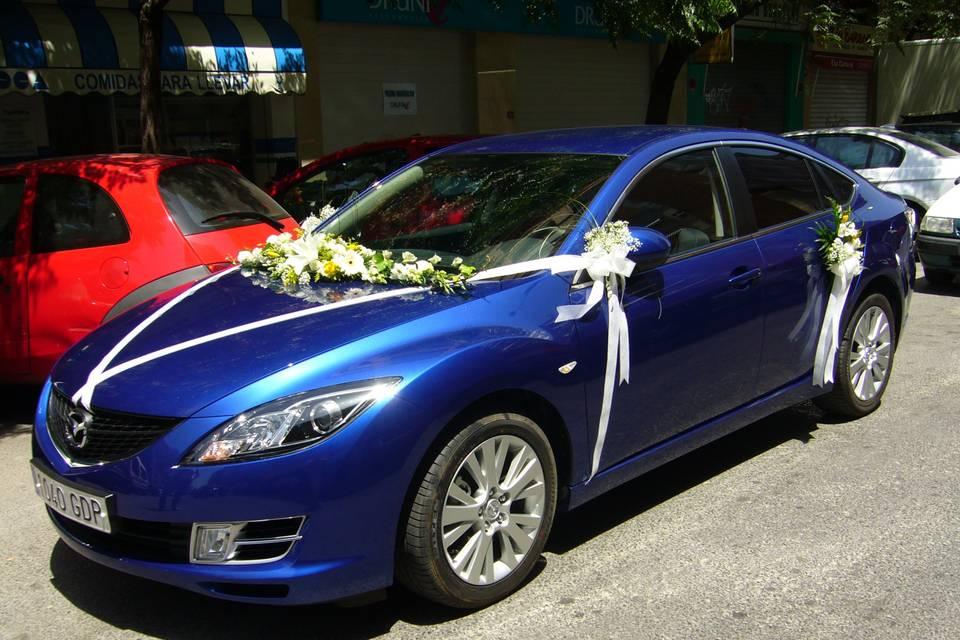 Arreglo de flores coche novia