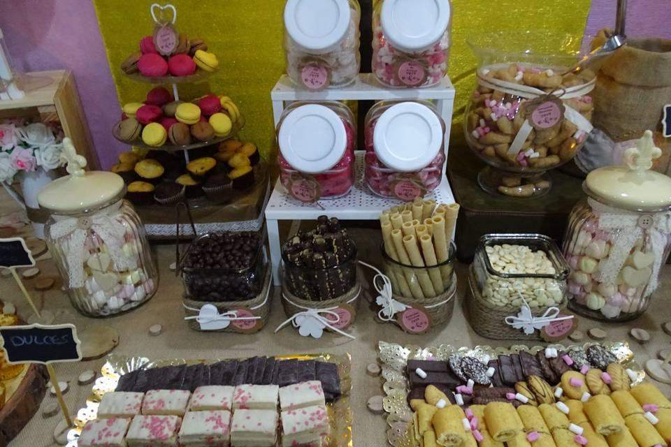 Mesa de dulces y golosinas