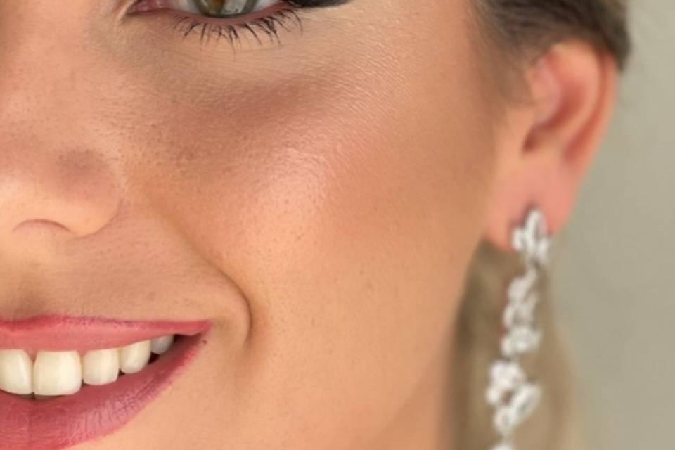 Salud Navarro Makeup Artist
