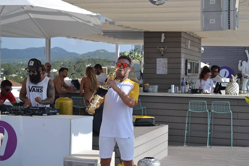 Alex Live Sax Hotel