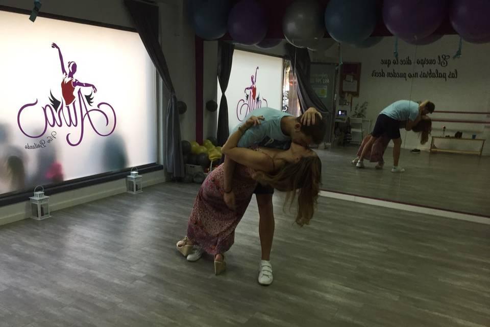 Aura Vive Bailando