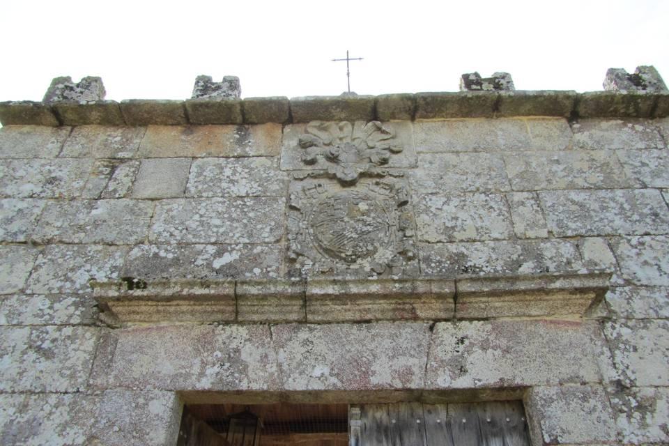 Escudo de la entrada.